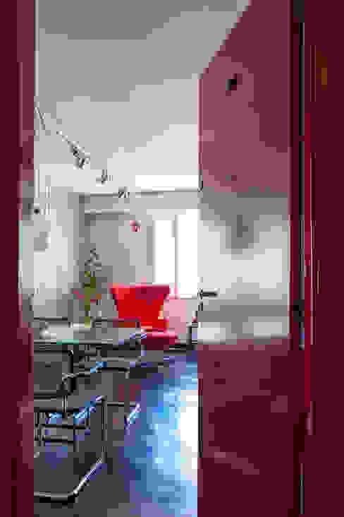 Modern dining room by Tria Arquitetura Modern