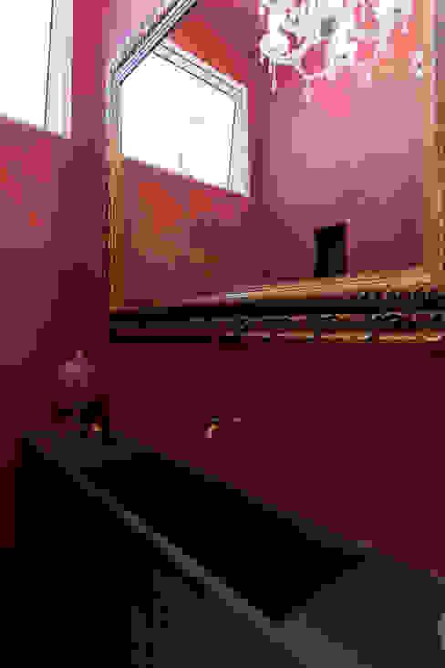 現代浴室設計點子、靈感&圖片 根據 Tria Arquitetura 現代風