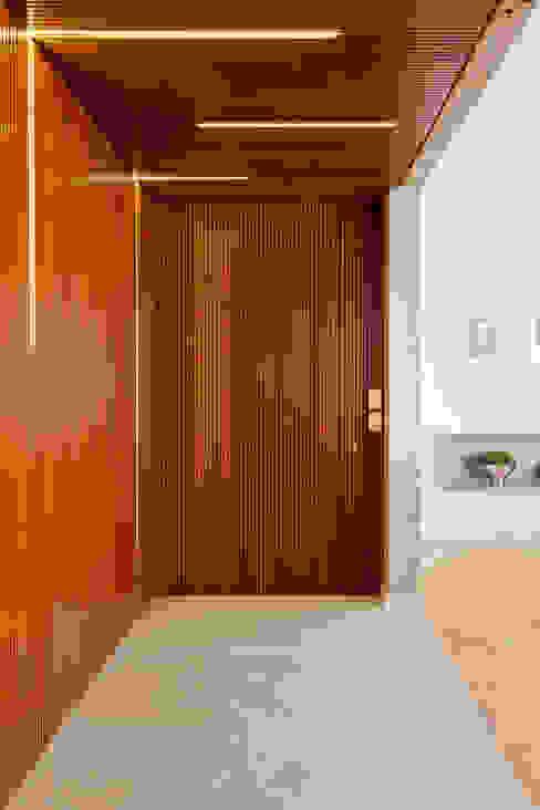 Tria Arquitetura Modern walls & floors