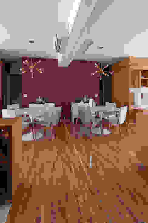 Sala da pranzo moderna di Tria Arquitetura Moderno