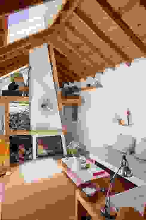 Livings de estilo rústico de pedro quintela studio Rústico Piedra