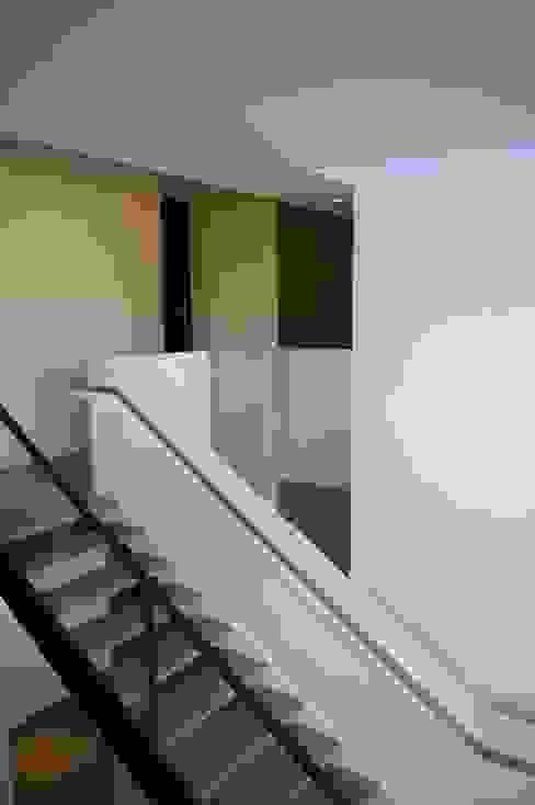 Коридор, прихожая и лестница в стиле минимализм от ARTERRA Минимализм Железо / Сталь