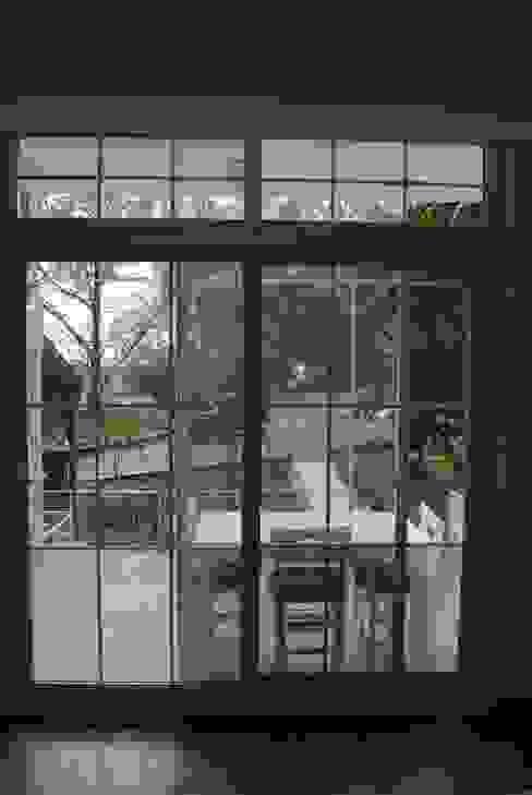Ön bahçeye bakış Pil Tasarım Mimarlik + Peyzaj Mimarligi + Ic Mimarlik