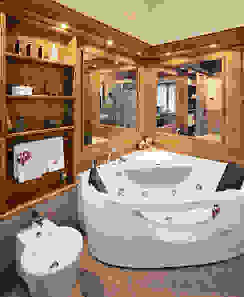 Baños de estilo rústico de STUDIO ABACUS di BOTTEON arch. PIER PAOLO Rústico
