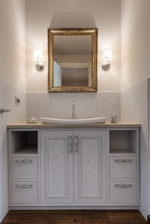 Classic style bathrooms by Melissa Giacchi Architetto d'Interni Classic