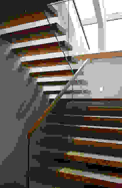 Moderne gangen, hallen & trappenhuizen van anna jaje Modern