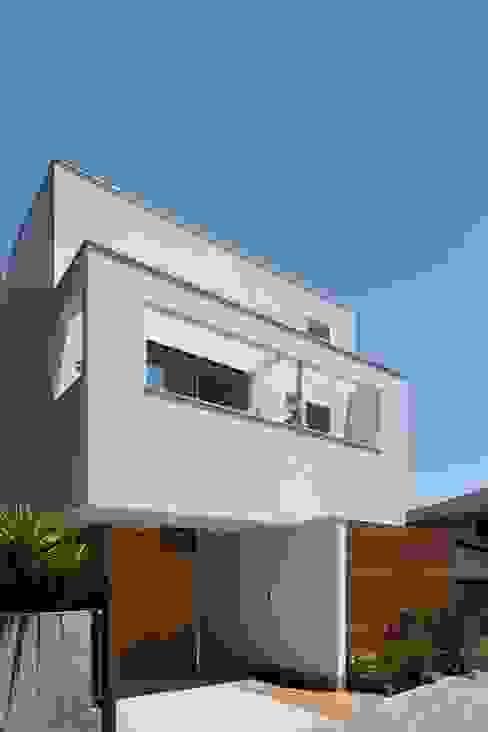 Modern home by アトリエ スピノザ Modern