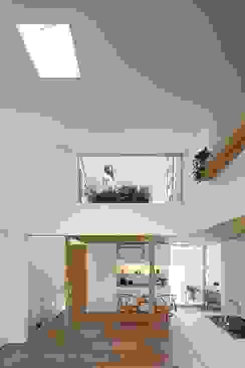 等々力の家 ミニマルデザインの リビング の アトリエ スピノザ ミニマル