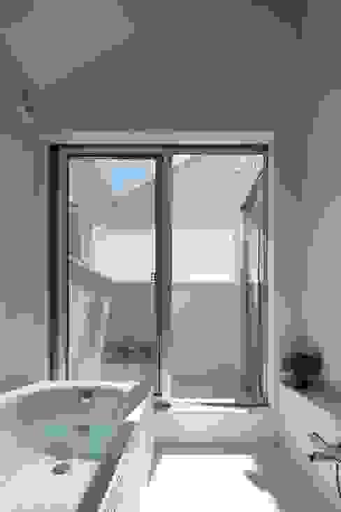 等々力の家 ミニマルスタイルの お風呂・バスルーム の アトリエ スピノザ ミニマル