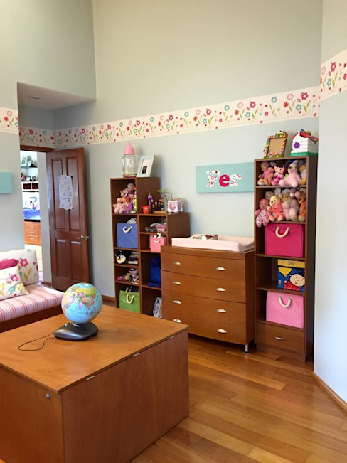 Nursery/kid's room by TALLER TAMI,