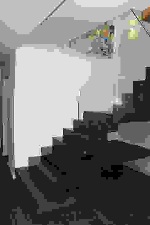 Moradia Garrett Corredores, halls e escadas mediterrânicos por ARQAMA - Arquitetura e Design Lda Mediterrânico