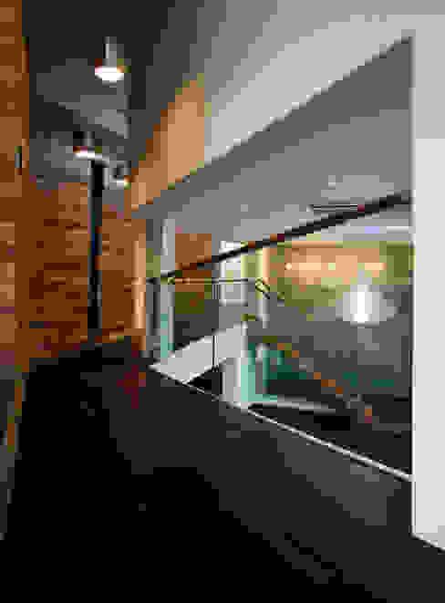 Corridor, hallway by 'Snow AIDe, Modern