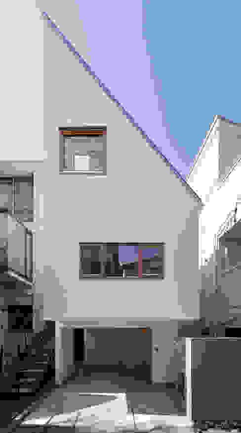 Casas modernas: Ideas, imágenes y decoración de アトリエ スピノザ Moderno