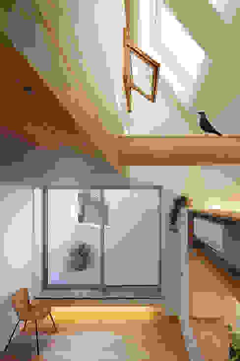 白金の家 北欧デザインの リビング の アトリエ スピノザ 北欧