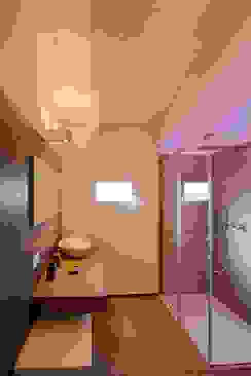 Baños de estilo  de Progettolegno srl, Moderno Madera Acabado en madera