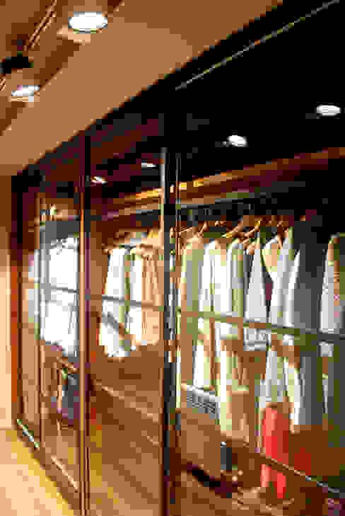 Iluminación interior: vestidor en habitación principal Closets de estilo moderno de OutSide Tech Light Moderno