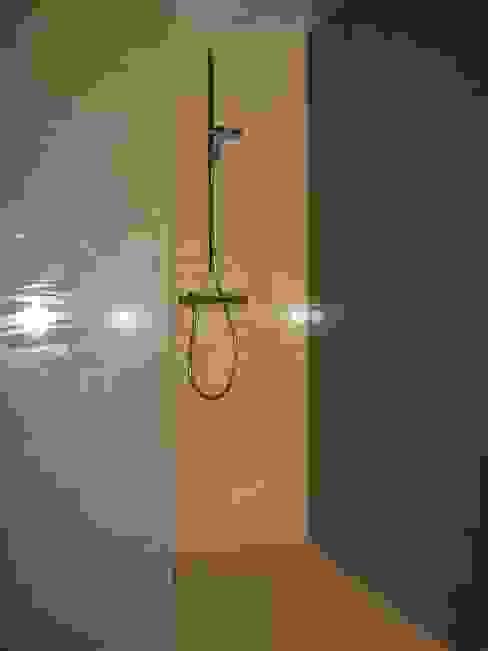 ห้องน้ำ โดย Giuseppe Rappa & Angelo M. Castiglione, โมเดิร์น เซรามิค
