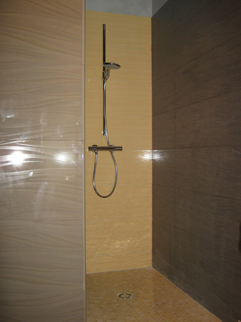 Modern Bathroom by Giuseppe Rappa & Angelo M. Castiglione Modern Ceramic