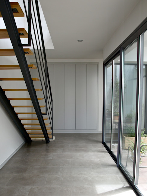 homify Modern Corridor, Hallway and Staircase