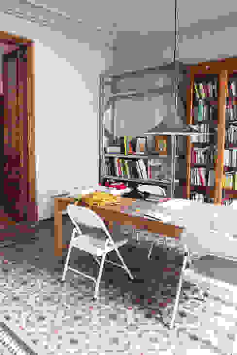 Estudios y despachos de estilo mediterráneo de homify Mediterráneo