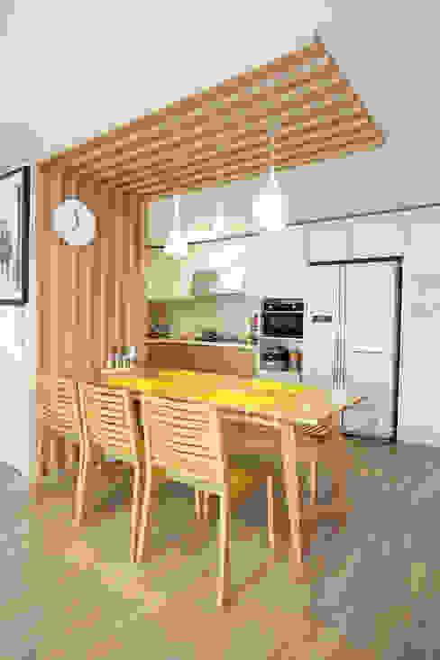 Nhà bếp phong cách hiện đại bởi 퍼스트애비뉴 Hiện đại