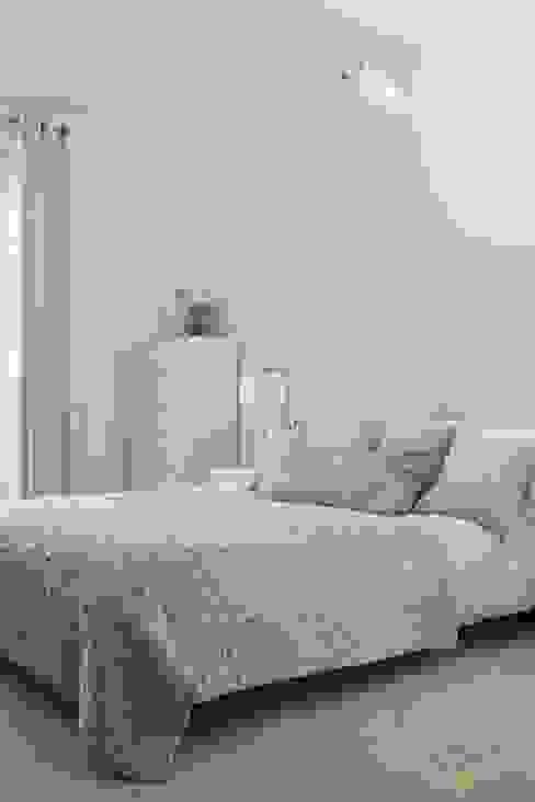 Contemporary Bedroom Dormitorios de estilo moderno de Katie Malik Interiors Moderno