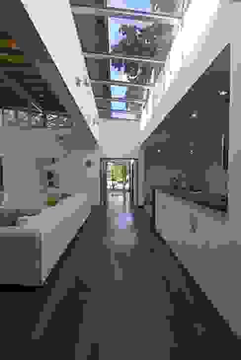 Modern walls & floors by Estudio PM Modern