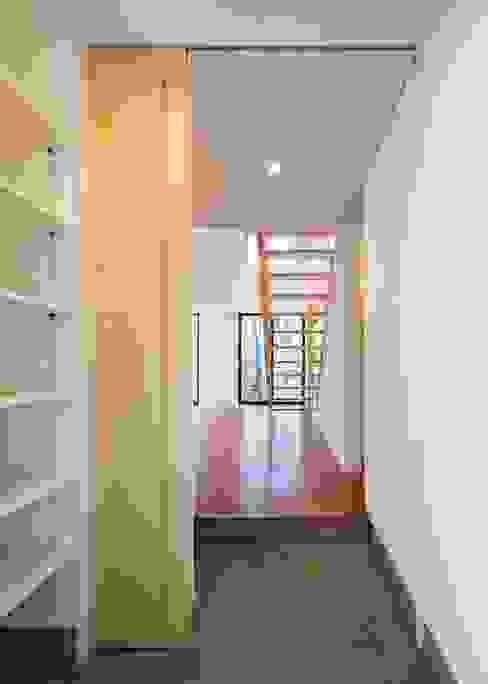Unico design一級建築士事務所의  복도 & 현관