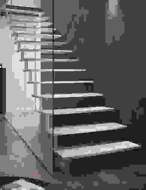 Escalier en aluminium Couloir, entrée, escaliers modernes par Passion Escaliers Moderne Aluminium/Zinc