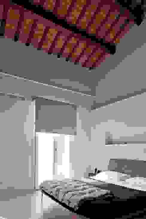 Camera da letto Camera da letto moderna di Studio Olmeda Arch. Marco Amedeo Moderno