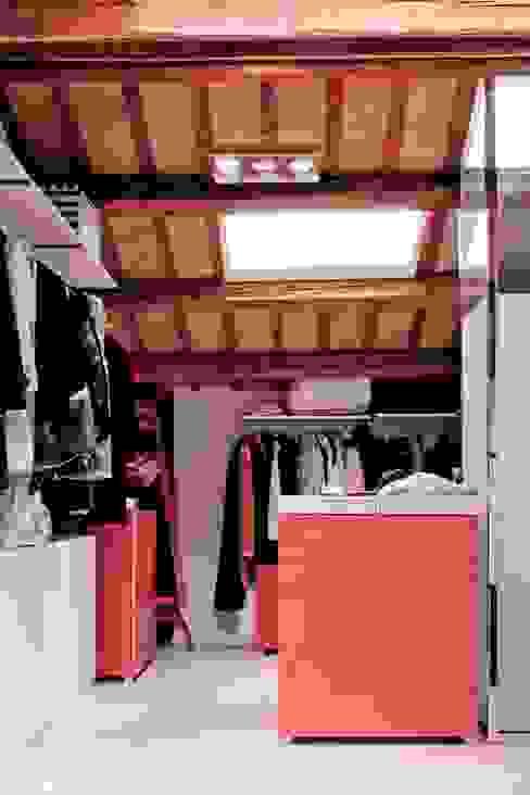 Cabina armadio Camera da letto moderna di Studio Olmeda Arch. Marco Amedeo Moderno