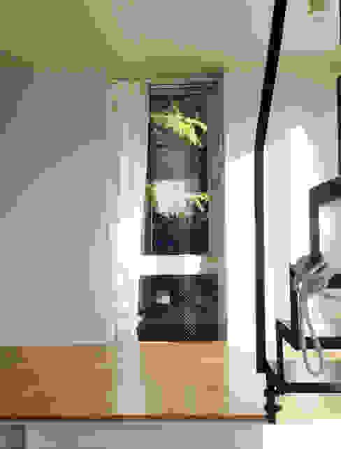 緑を取り込む窓: 株式会社TERRAデザインが手掛けた窓です。,オリジナル ガラス