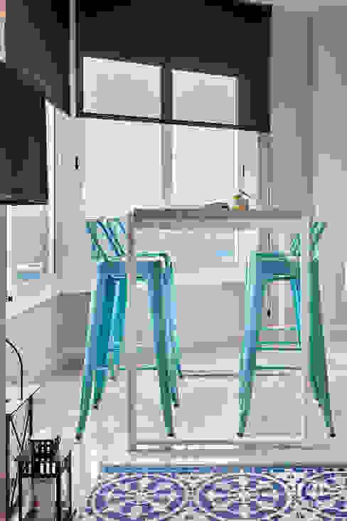 Dining room by Dröm Living,