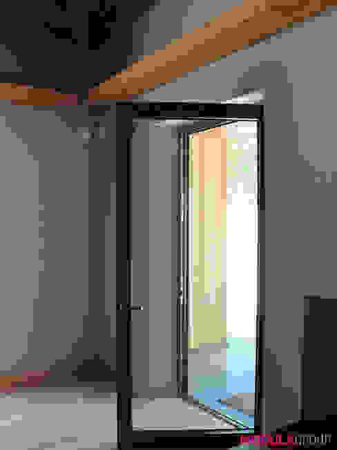 Scandinavian style windows & doors by Modula Group Srl Scandinavian Aluminium/Zinc
