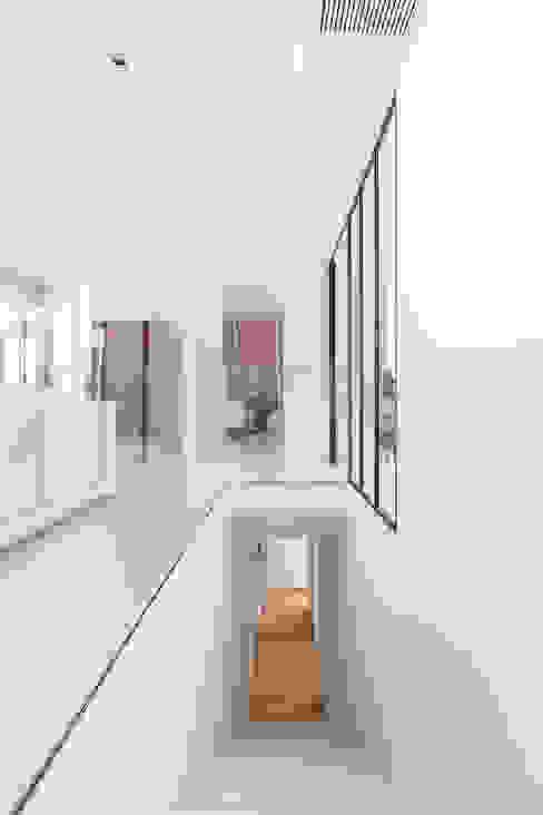 CHALET MAJADAHONDA Ingresso, Corridoio & Scale in stile minimalista di Tarimas de Autor Minimalista Legno Effetto legno