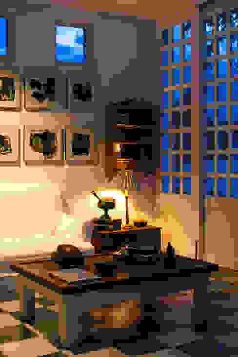 Nowoczesny salon od SDHR Arquitectura Nowoczesny Wapień