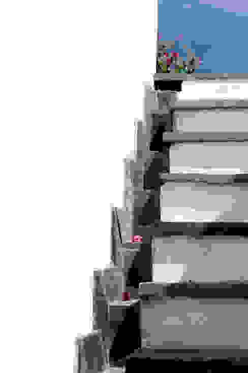Casa Residencial: Pasillos y vestíbulos de estilo  por SDHR Arquitectura