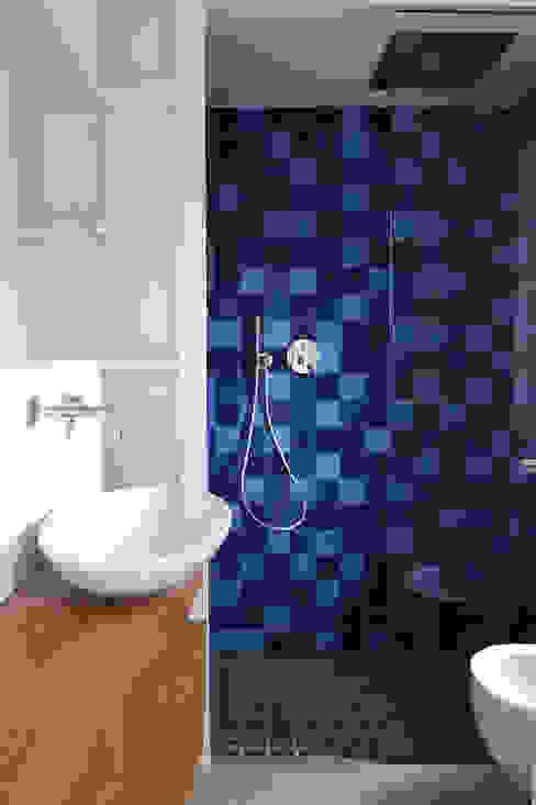 Projekty,  Łazienka zaprojektowane przez 02arch, Minimalistyczny