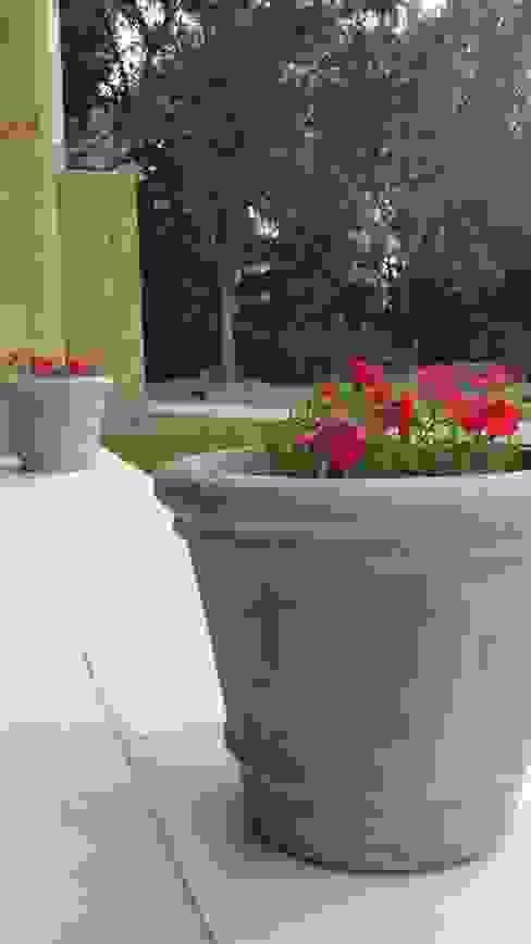 Garden by LAS MARIAS casa & jardin,