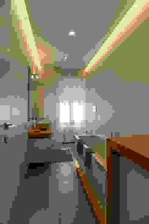 Modern bathroom by Bartolucci Architetti Modern