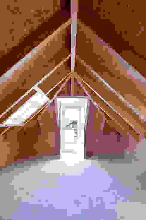 Casa ALM Garagens e arrecadações minimalistas por Estudio ODS Minimalista