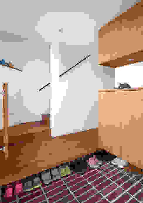 ทางเดินแบบเอเชียห้องโถงและบันได โดย atelier m เอเชียน ไม้ Wood effect
