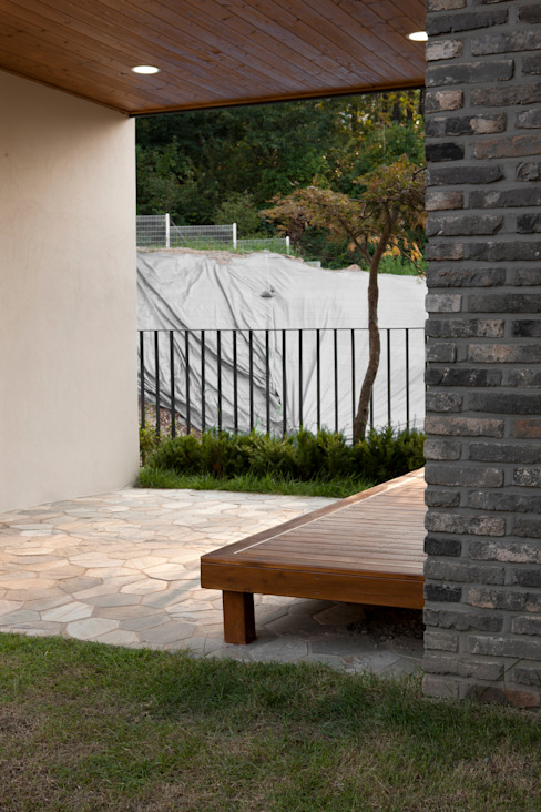 Modern terrace by 리슈건축 Modern