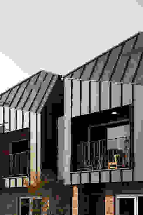 現代房屋設計點子、靈感 & 圖片 根據 리슈건축 現代風
