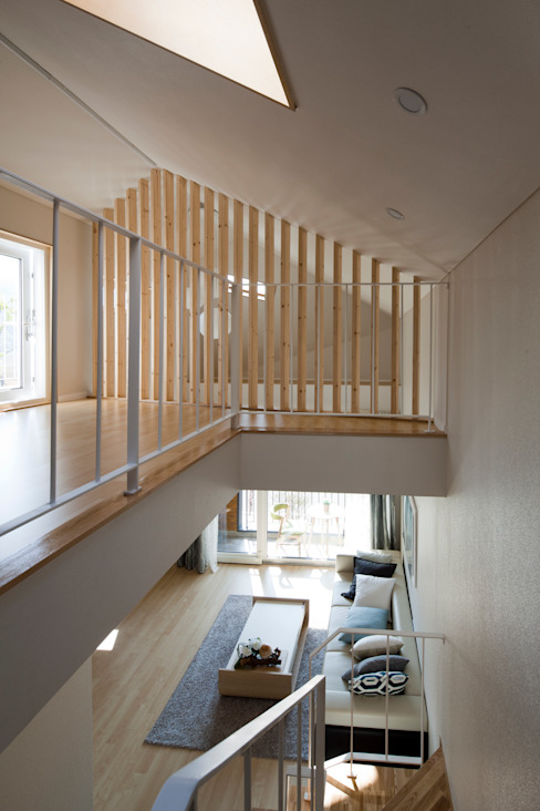 Moderne gangen, hallen & trappenhuizen van 리슈건축 Modern