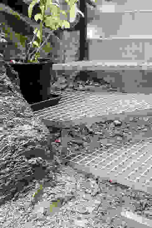 Escaleras de acceso Jardines de estilo minimalista de SOiL arquitectura del paisaje Minimalista Metal