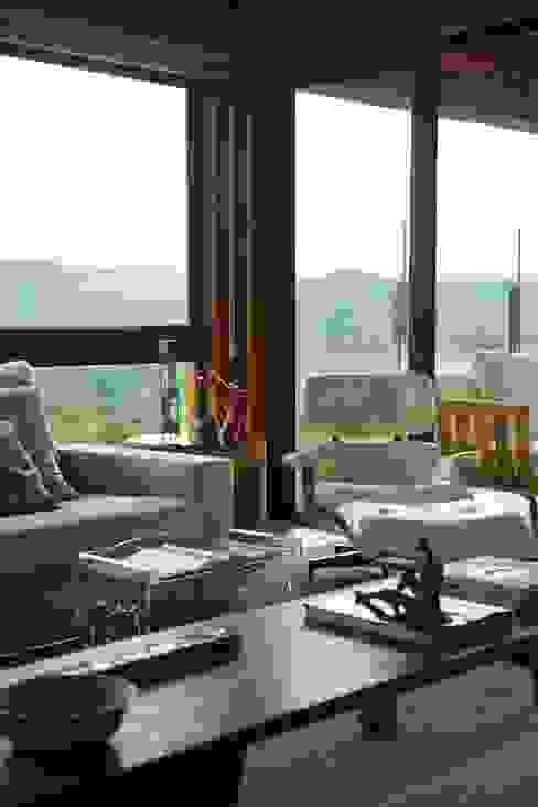 Mountain House من David Guerra Arquitetura e Interiores ريفي