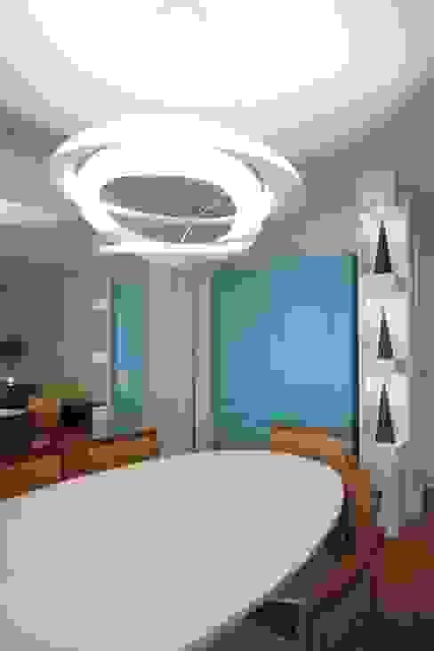 Ruang Makan Modern Oleh MeyerCortez arquitetura & design Modern