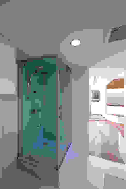 大東の家その3: アトリエ スピノザが手掛けた浴室です。,ミニマル
