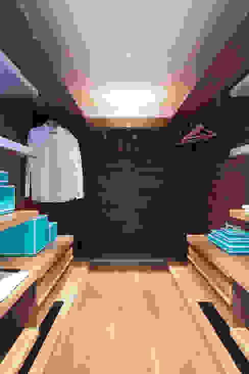 Lancasters Show Apartments - Dressing Room Vestidores y placares modernos de LINLEY London Moderno